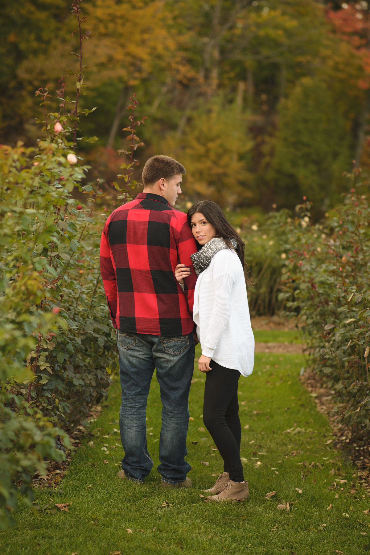 schenectady-central-park-rose-garden-couples-engagement-photography-lauren-kirkham-photography-1
