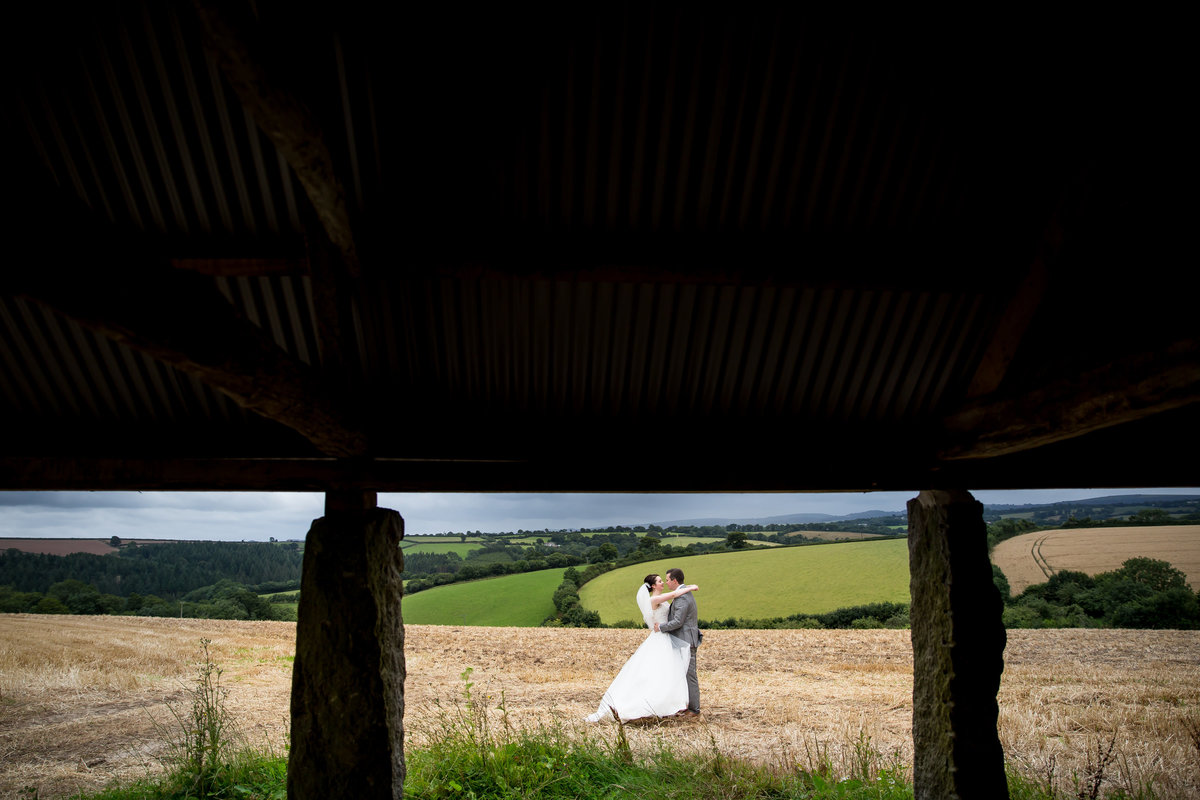 august wedding at the oak barn in devon