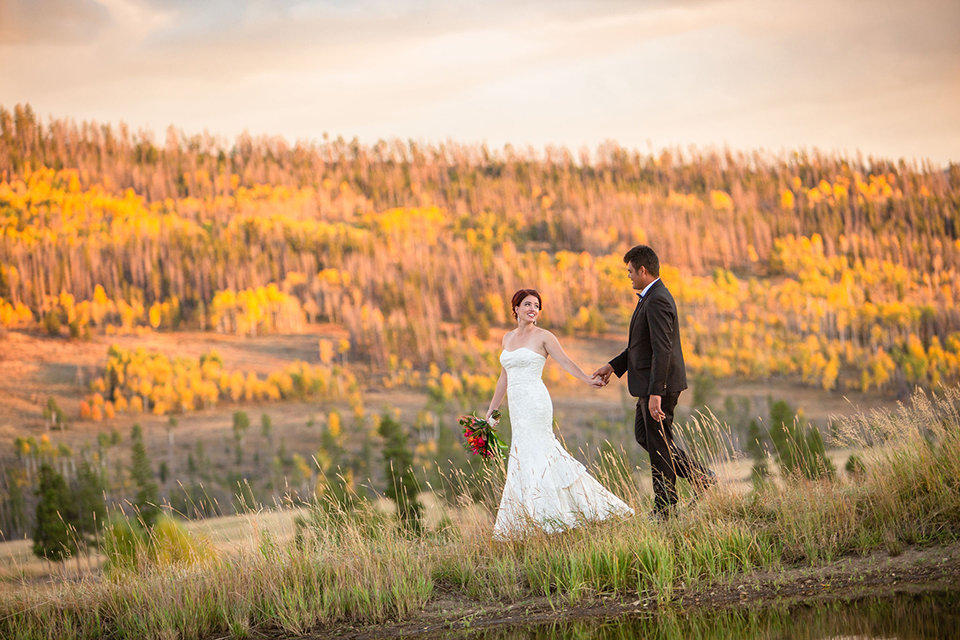 granby-colorado-Strawberry-Creek-Ranch-Wedding-Ashley-McKenzie-Photography-tropic-meets-mountain-wedding-colorful-amazing-sunset