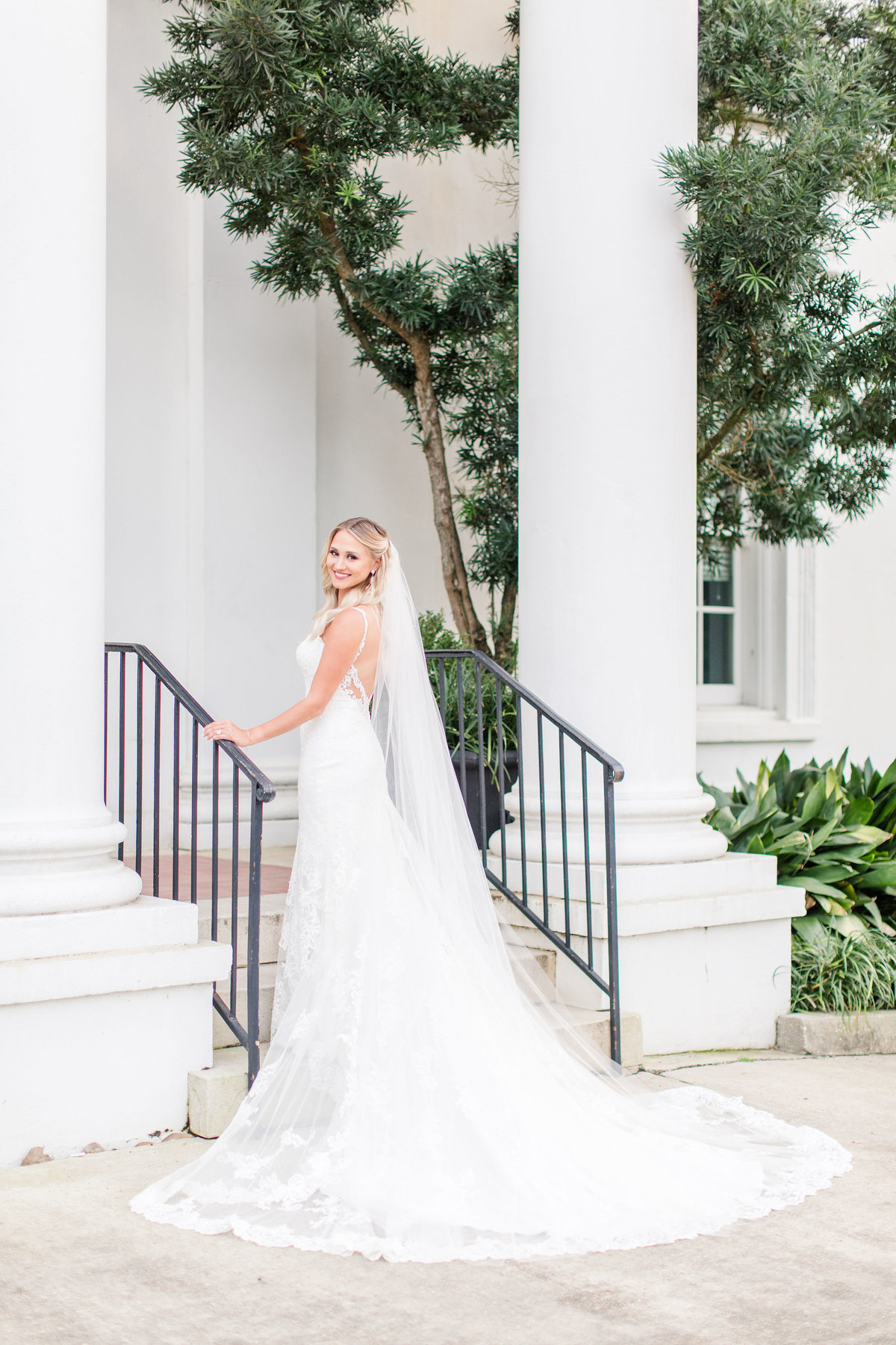 old_governors_mansion_baton_rouge_bridal_session_13
