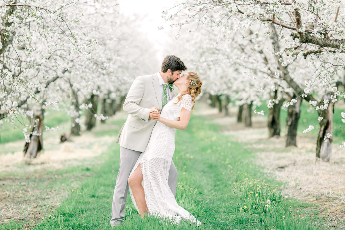 traverse-city-cherry-blossom-wedding