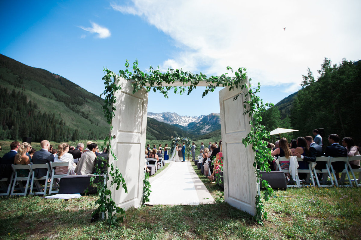 aspen-wedding-photographers-pine-creek-cookhouse-wedding-woodnote-photography-walk-of-frame-gj-4