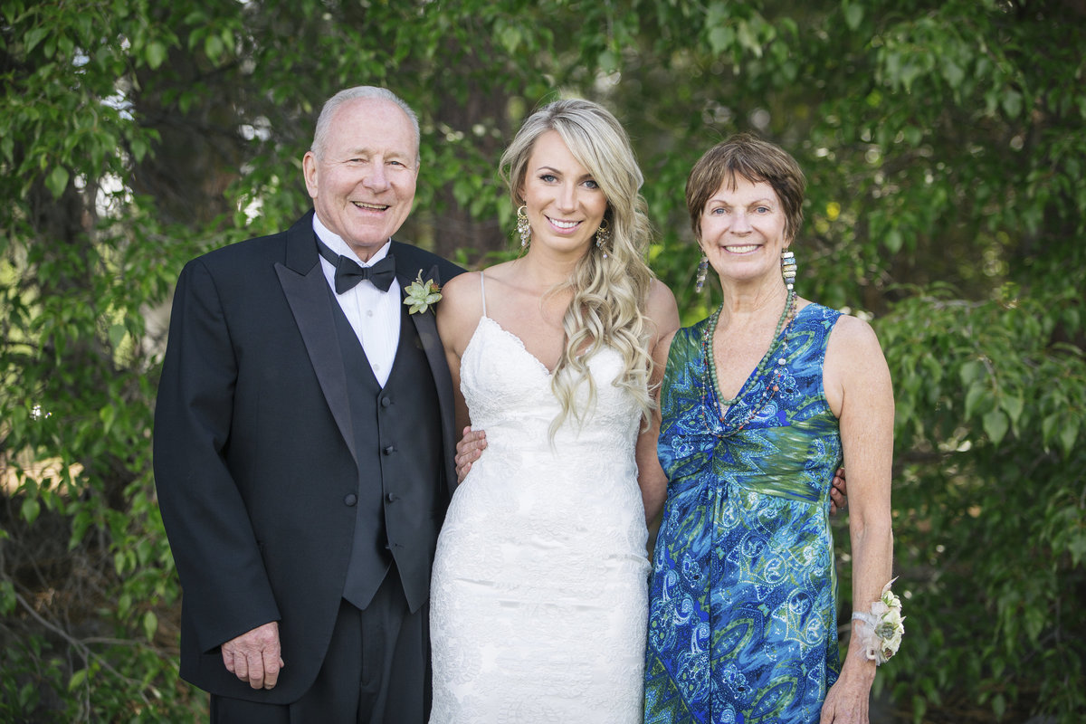 bride with her parents Lake Tahoe photos