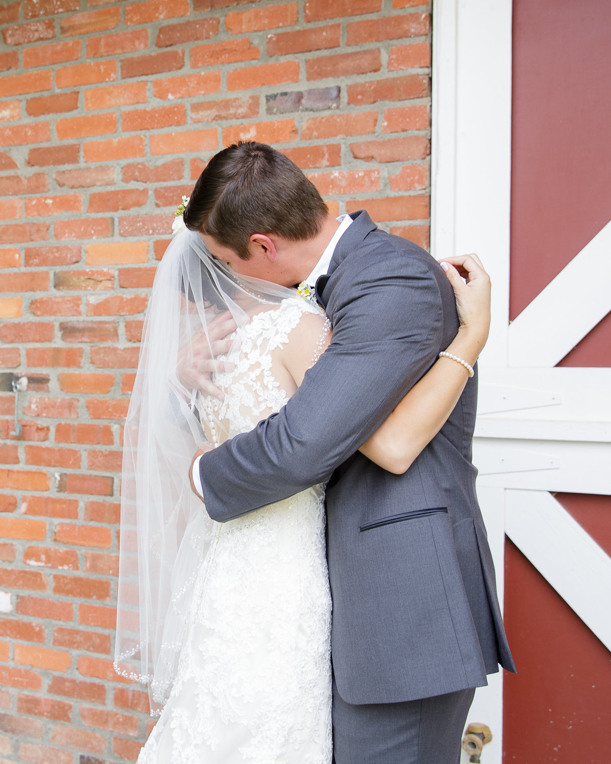 hug-first-look-colorado-garden-wedding