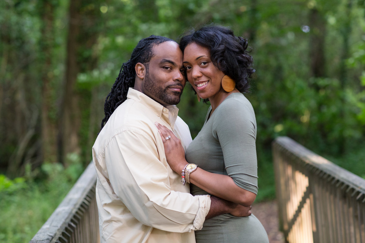 couple portrait at chesapeake aboretum