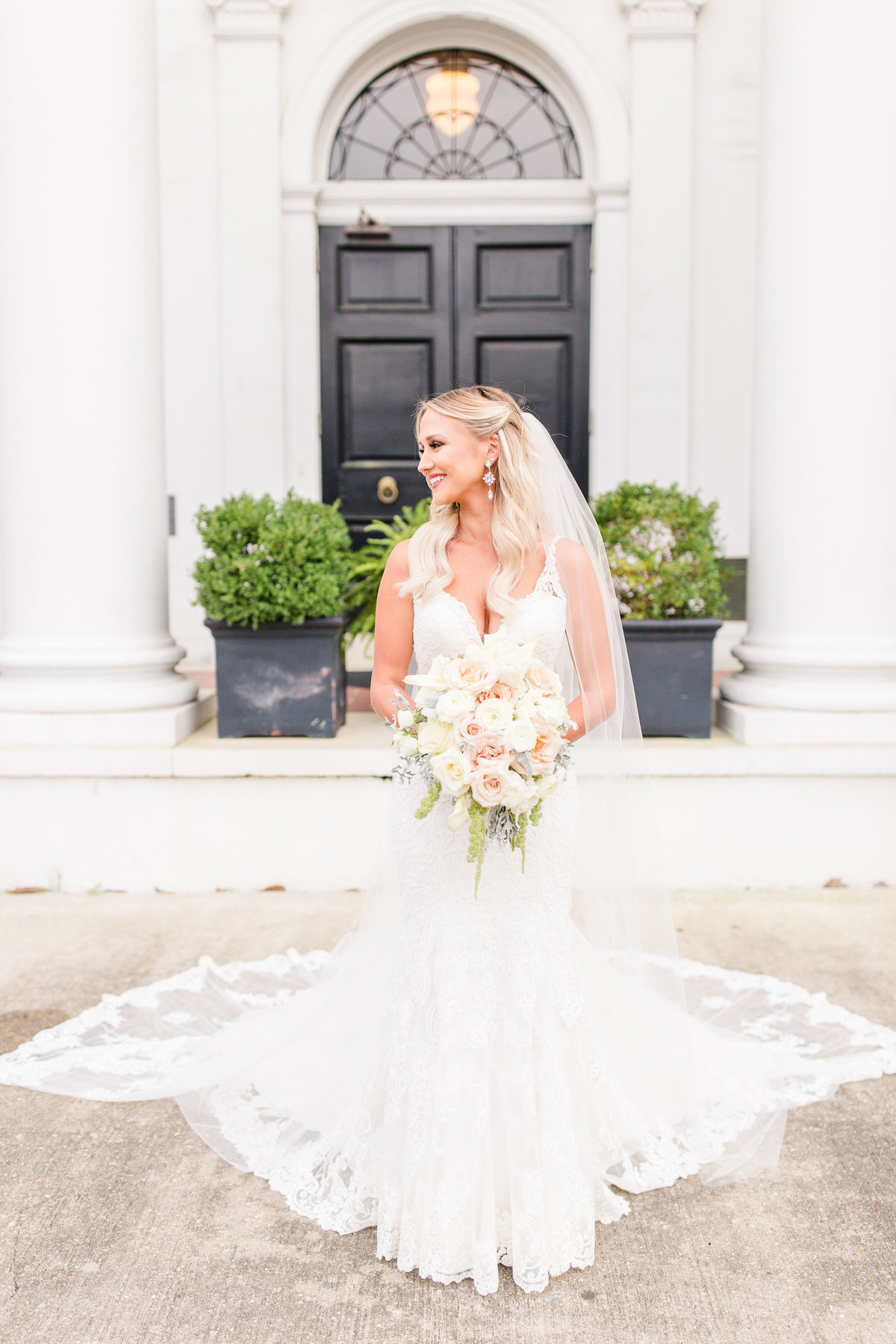 old_governors_mansion_baton_rouge_bridal_session_08