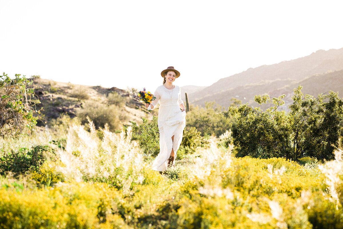Boho Desert Engagment Session With Wildflowers02