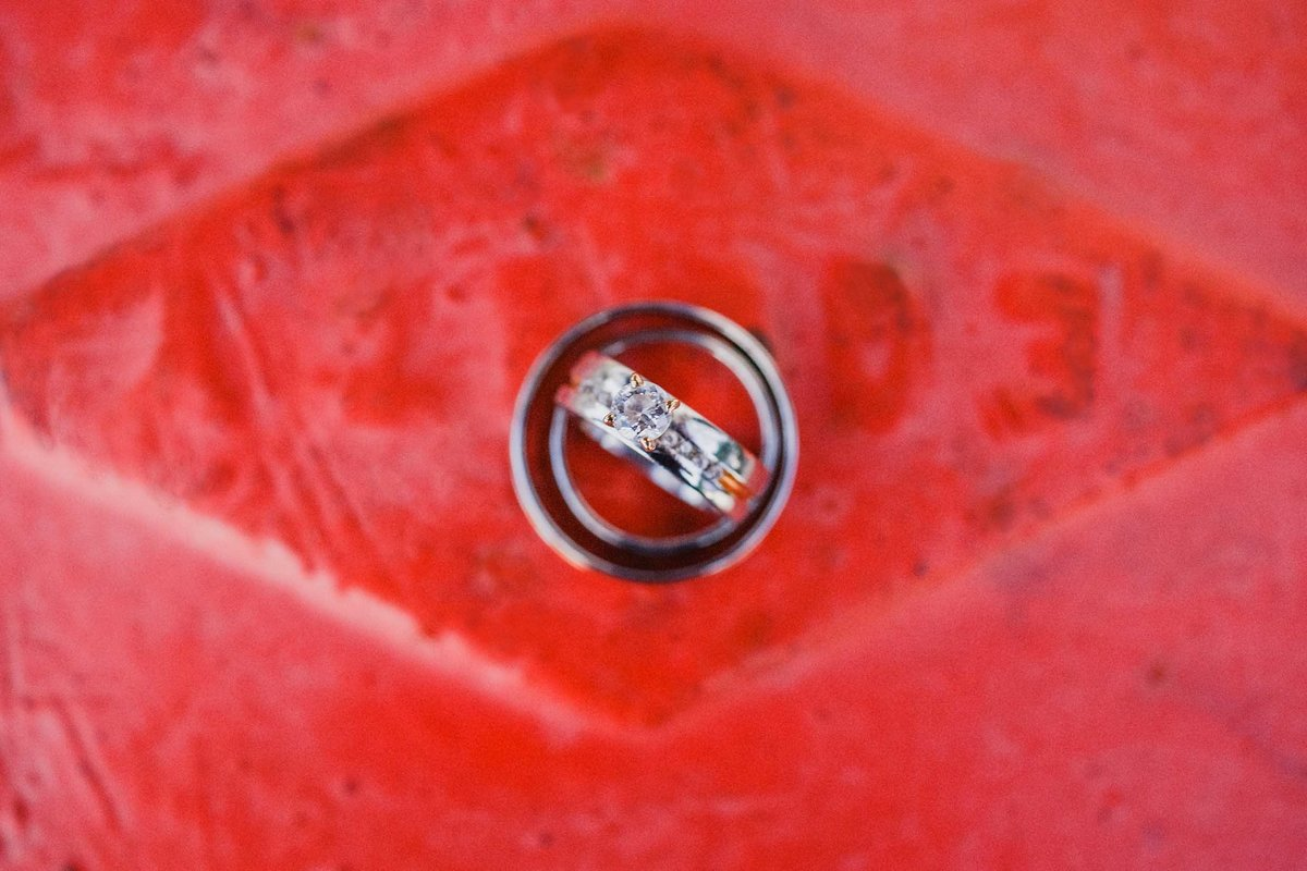 wedding-rings-close-up-red-ideas-pinterest