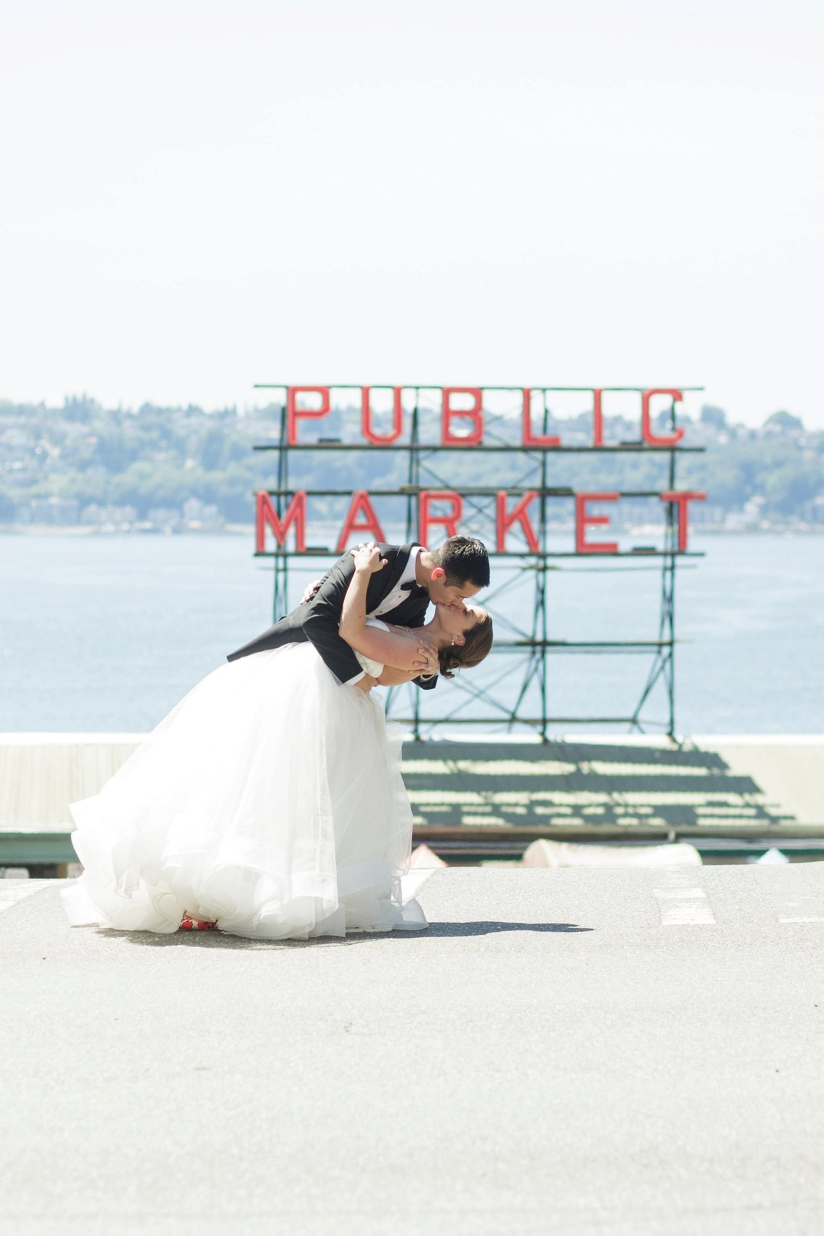 seattle-pikes-place-market-wedding-photos