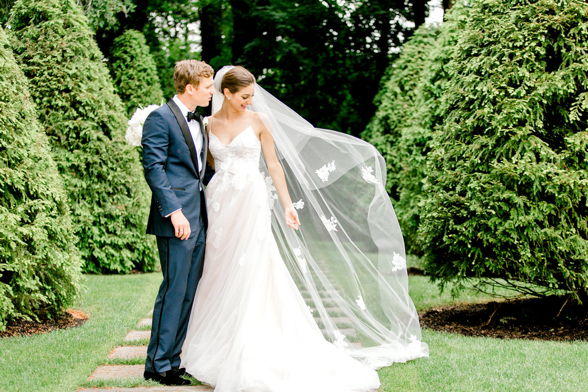 New-York-Private-Estate-Luxury-Tent-Wedding-Photo-Jessica-Haley-33