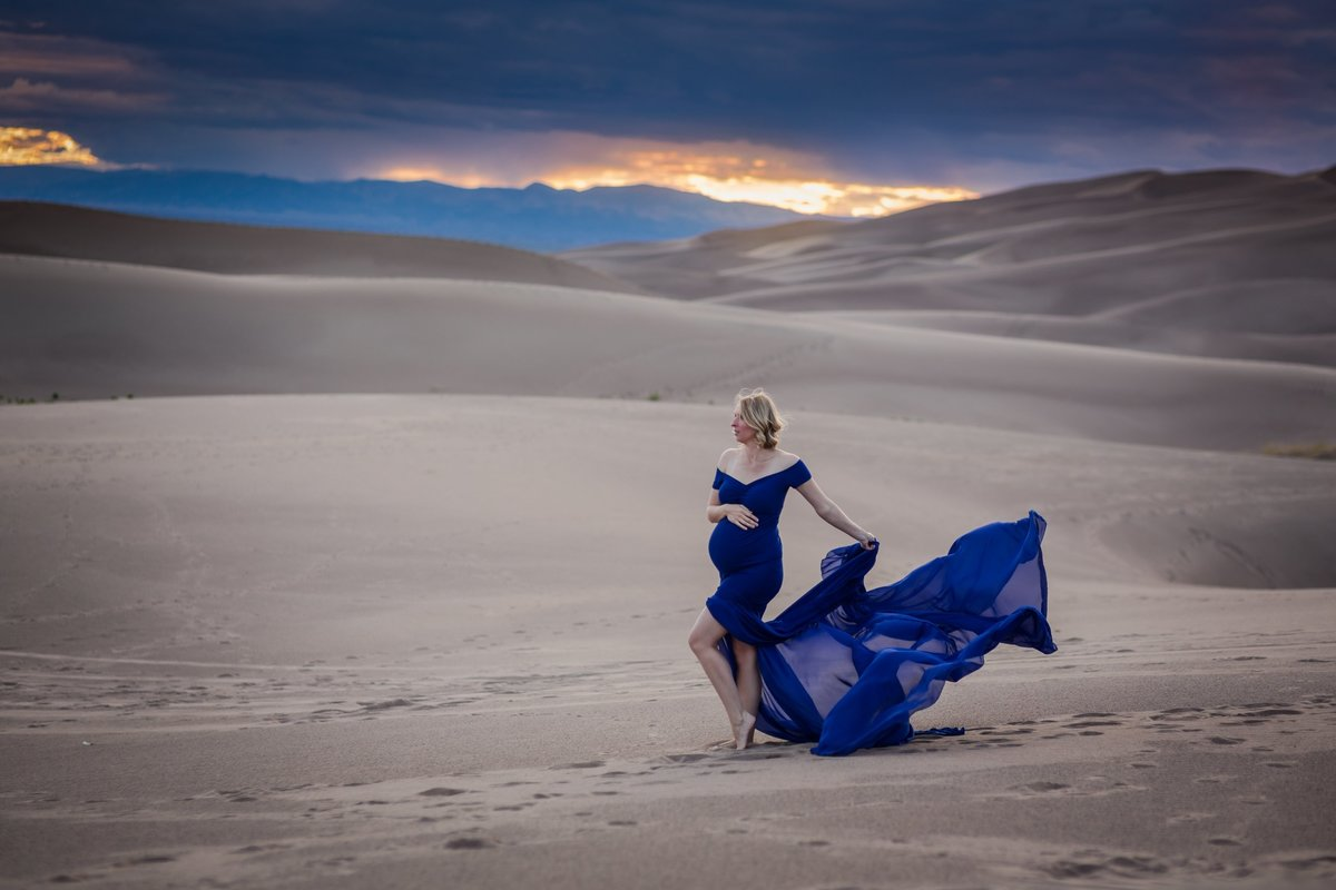 maternity photos in colorado sand dunes
