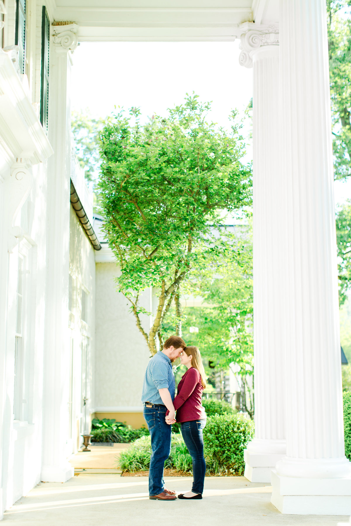 engagement-session-at-whitehall-manor-in-bluemont-virginia-emily-sacra-photography-23