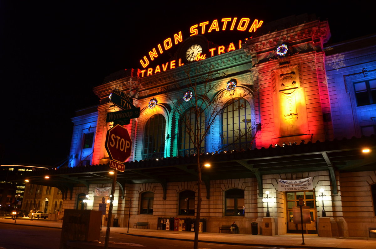 denver-colorado-union-station-christmas
