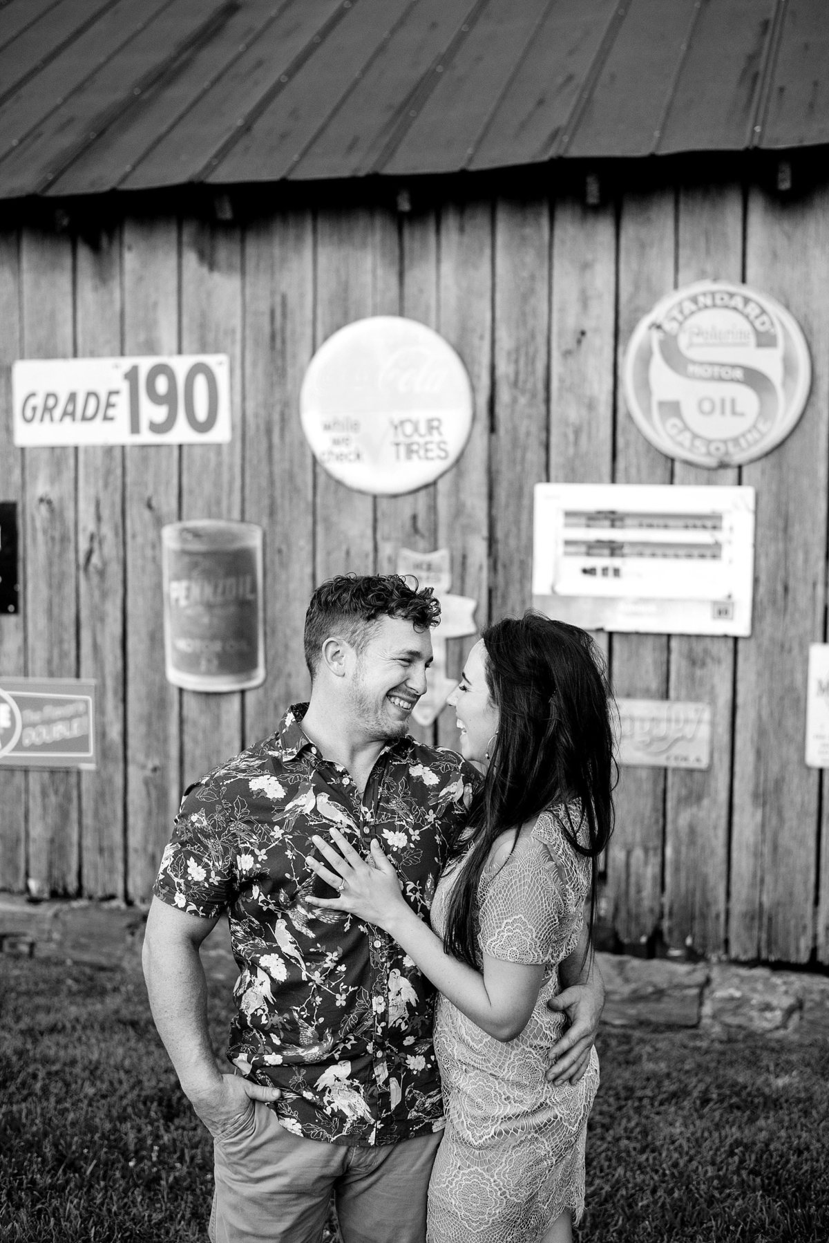 drakewood-farms-engagement-photos