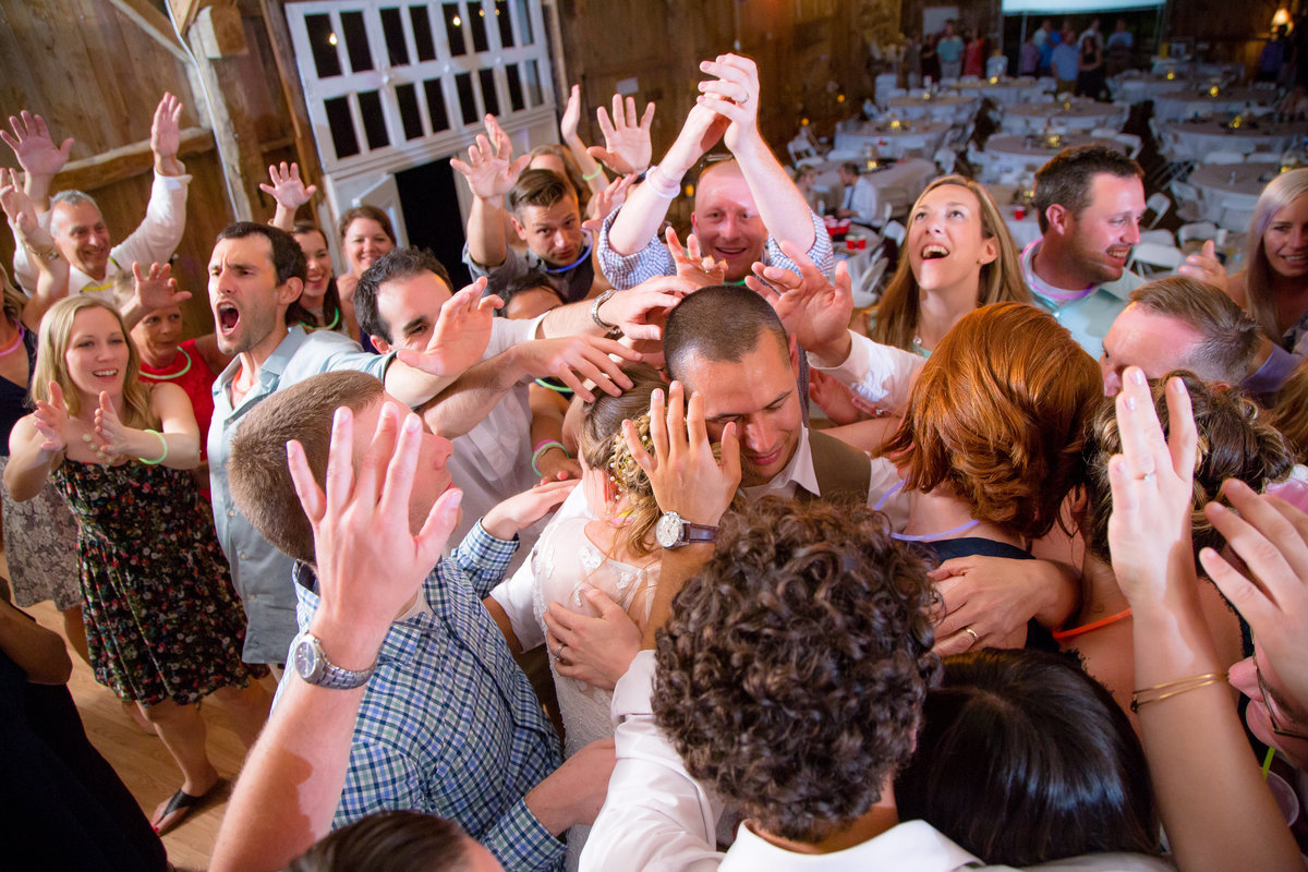 16 wedding photography reception dancing crowd
