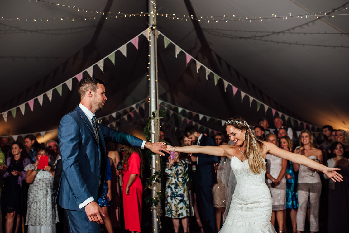 037-Relaxed-Marquee-Wedding-Photographer