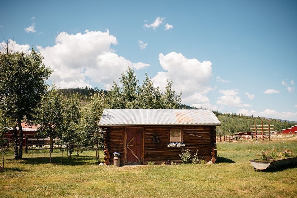 Strawberry-Creek-Ranch-Modern-Minimalist-Outdoor-wedding-in-Granby-Colorado-Small-Cabin