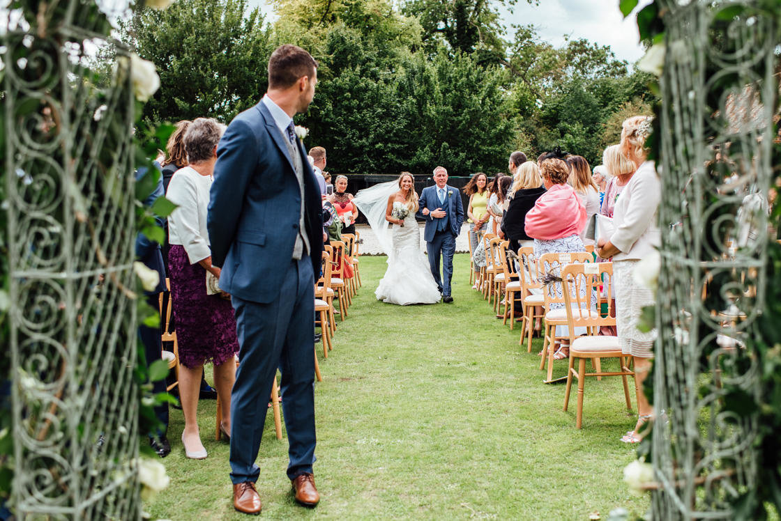 010-Relaxed-Marquee-Wedding-Photographer