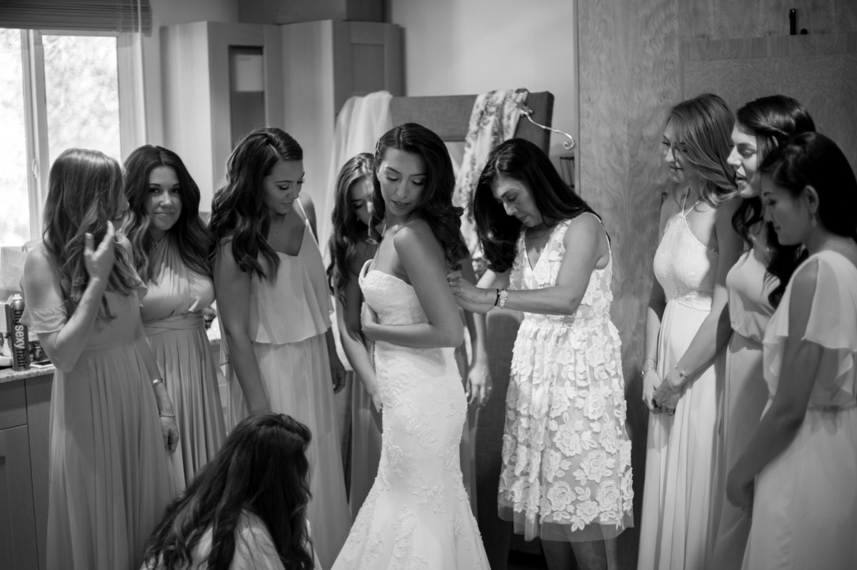 San Diego bride and bridesmaids preparation at Milagro Winery