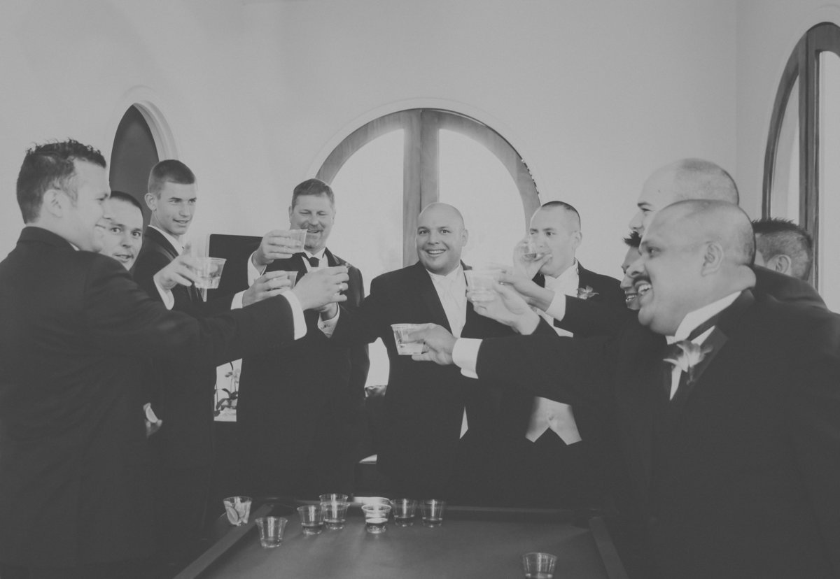 Portland groom and groomsmen celebrating before the ceremony | Susie Moreno Photography