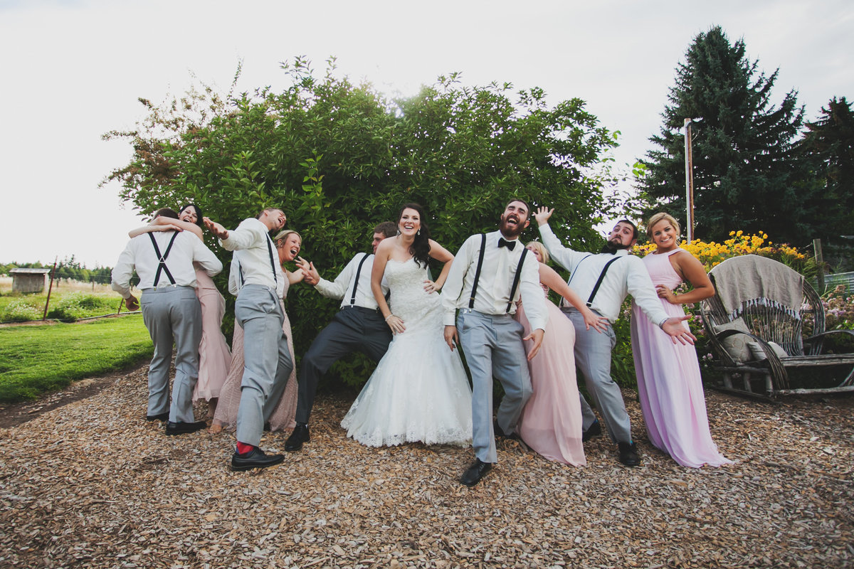 fun outdoor wedding photo of bridal party laughing and goofing around  in Oregon | Susie Moreno Photography