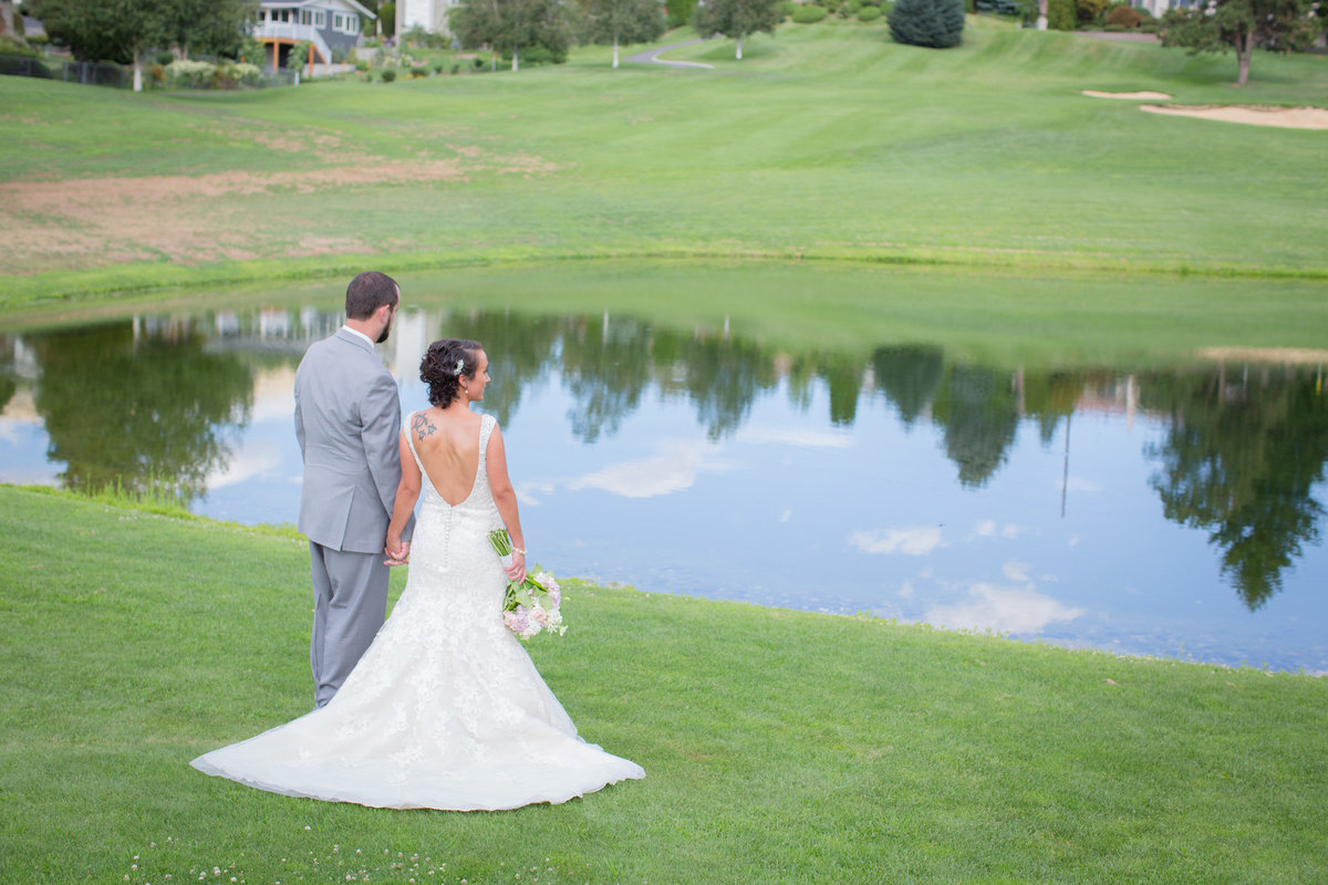 Wenatchee Golf and Country Club Wedding bride and groom Lynette Smith Photography