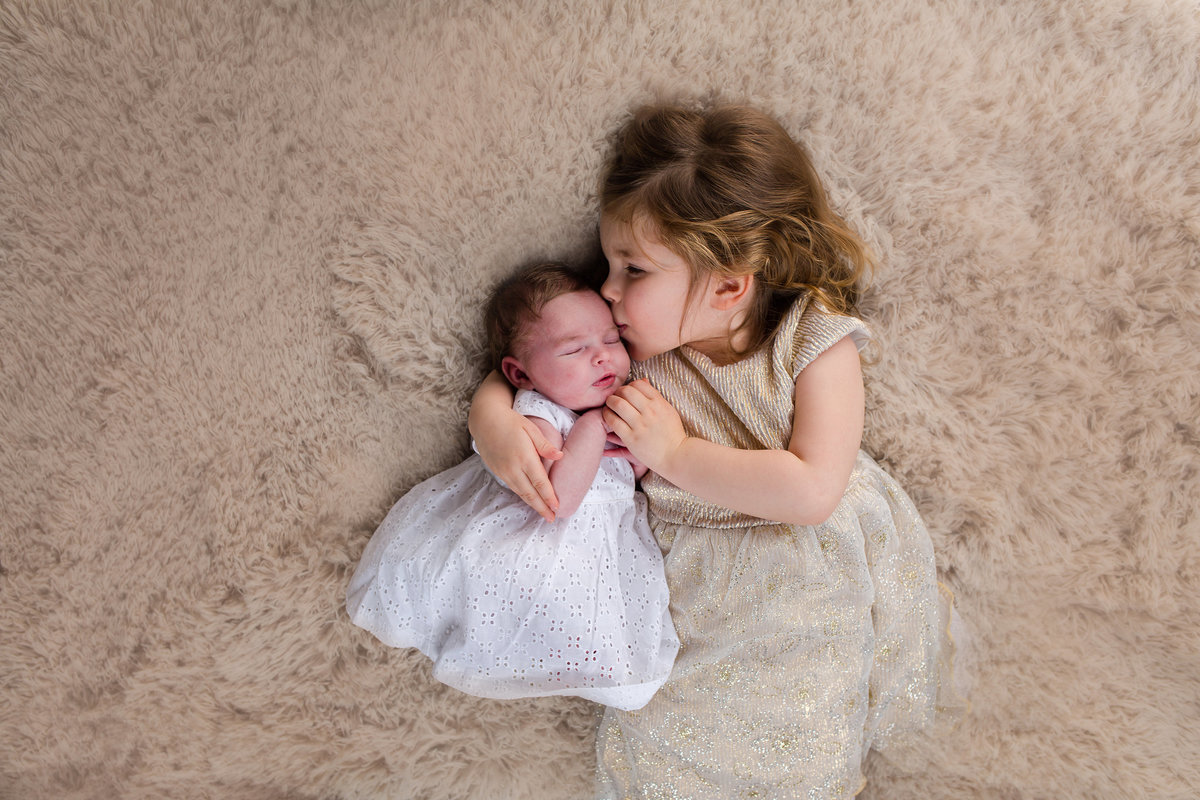 Ideas for photos of newborn with sibling