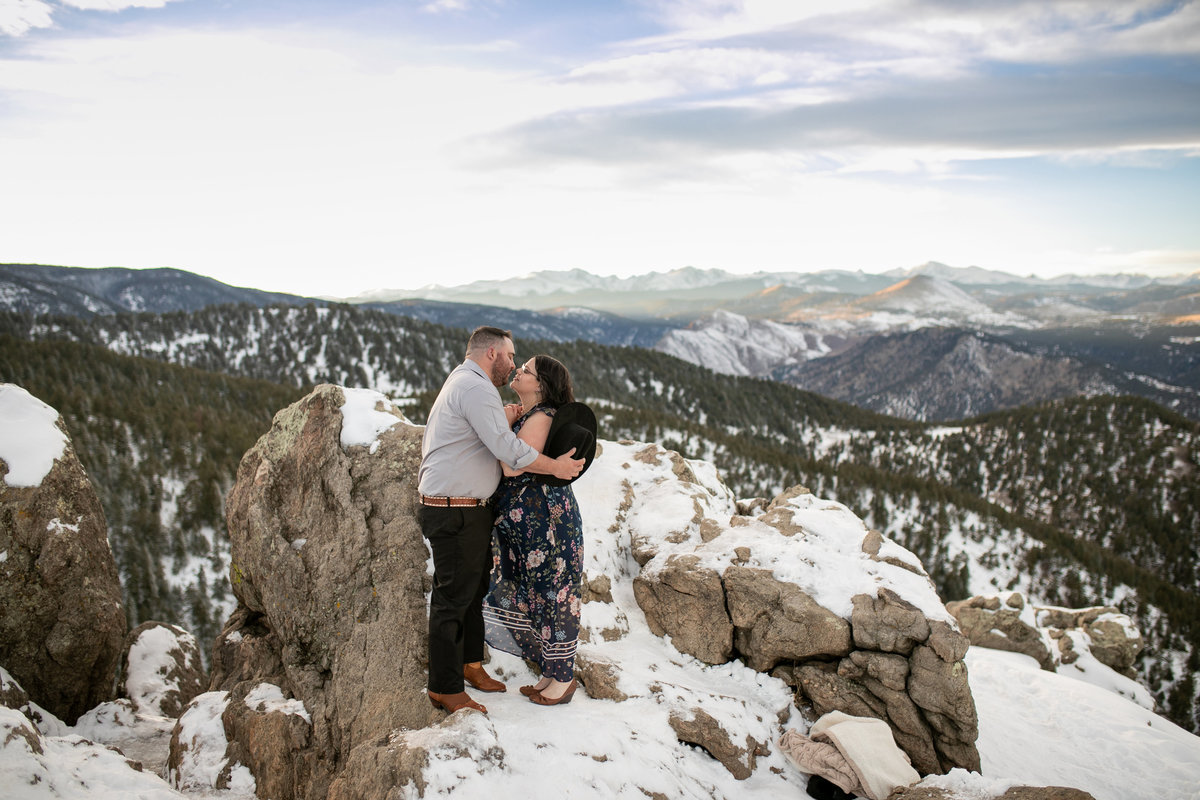Engagement session with amazing mountain views in Colorado