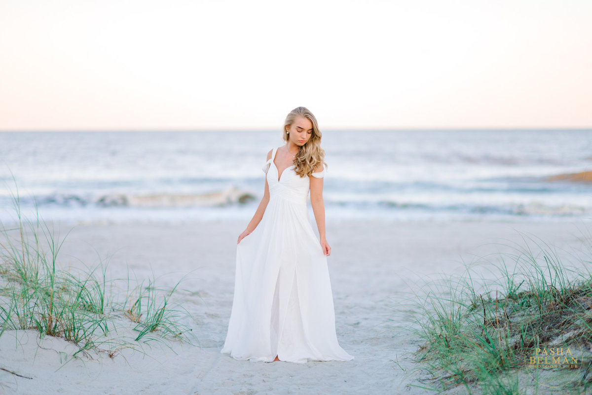 Senior pictures ideas for girls with dogs | Myrtle Beach senior pictures | South Carolina myrtle beach high school senior photography | senior portraits in myrtle beach and Charleston | Myrtle Beach Senior Pictures