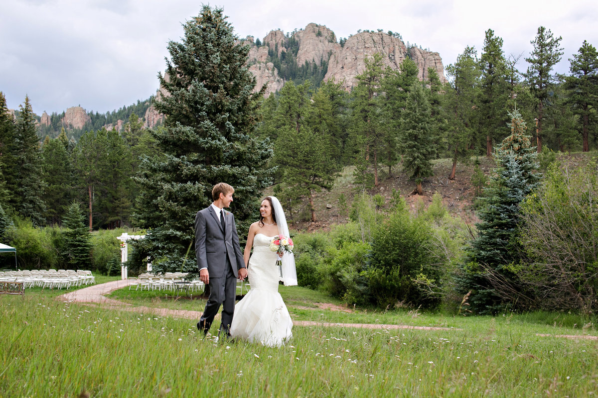 bride and groom in evergreen colorado