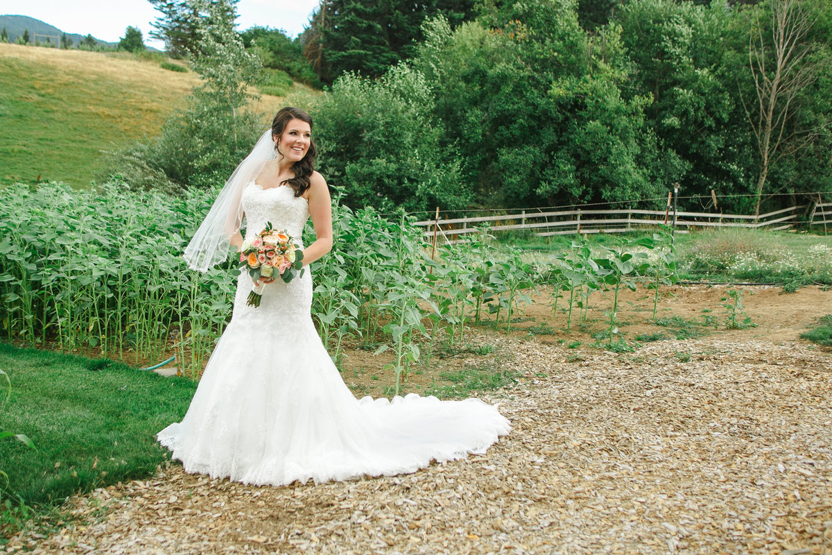 beautiful bridal portrait of Oregon bride in vineyard | Susie Moreno Photography