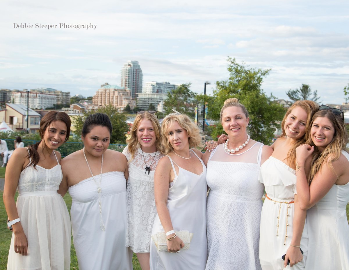 dinner en blanc in victoria bc. All white outfits