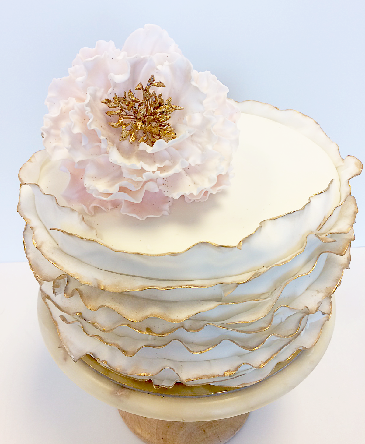 Whippt Desserts Ruffle fondant cake with sugar bloom June 2017
