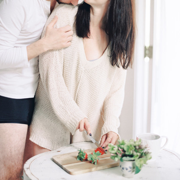 breakfast-in-bed-couples-boudoir-melanie-gabrielle-photography-15