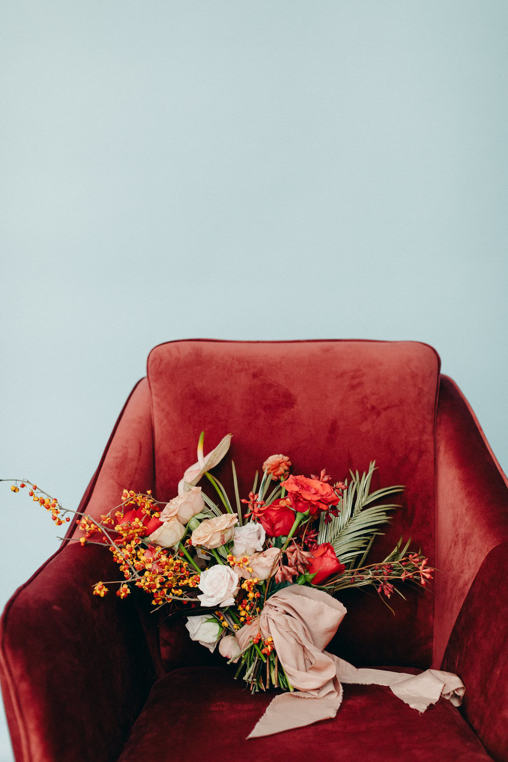 design-exchange-wedding-christine-lim-photography-white-oak-flower-co-044
