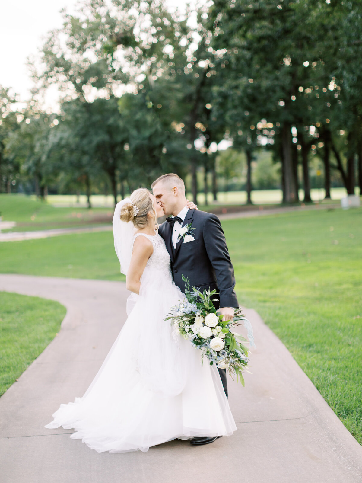 TiffaneyChildsPhotography-ChicagoWeddingPhotographer-Caitlin+Devin-MedinahCountryClubWedding-BridalPortraits-70