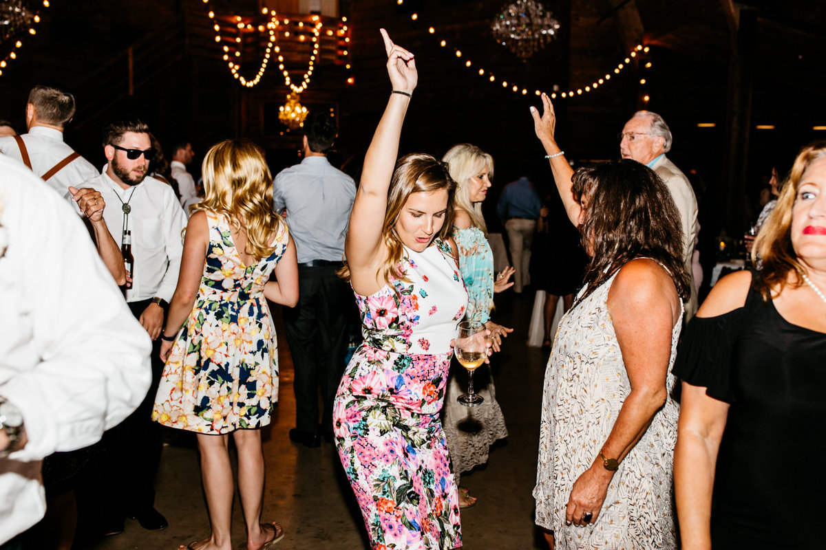 Alexa-Vossler-Photo_Dallas-Wedding-Photographer_North-Texas-Wedding-Photographer_Stephanie-Chase-Wedding-at-Morgan-Creek-Barn-Aubrey-Texas_175