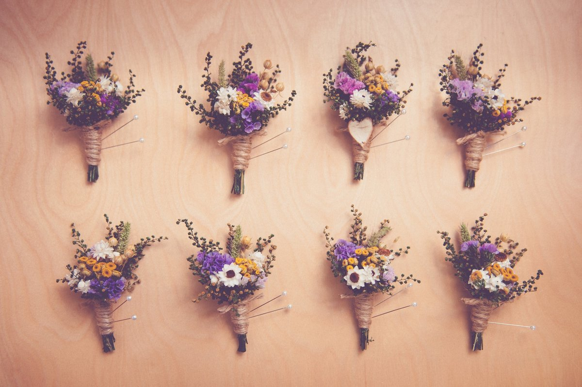 dried-flower-boutonniere