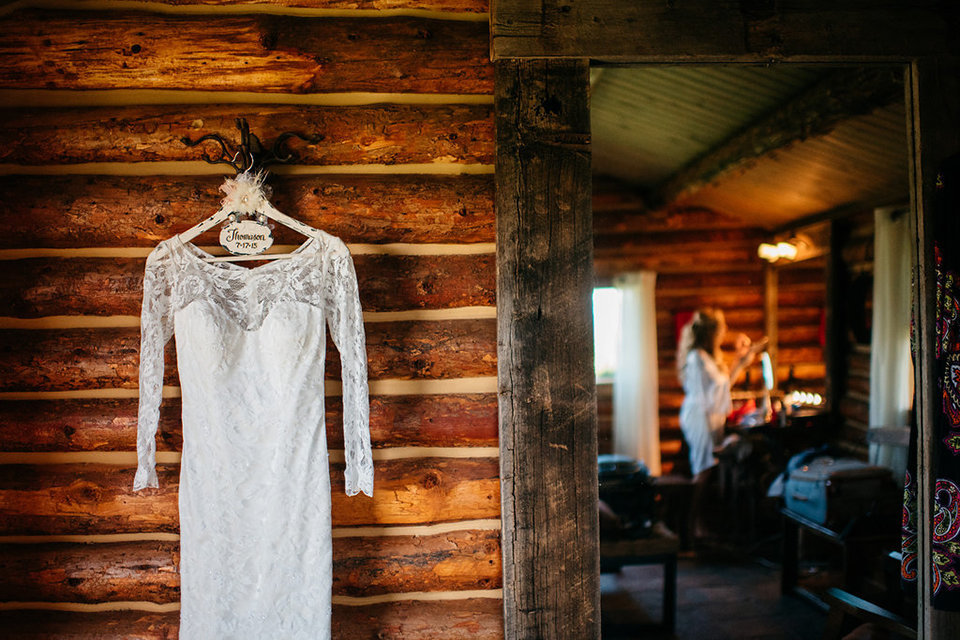 Strawberry-Creek-Ranch-Modern-Minimalist-Outdoor-wedding-in-Granby-Colorado-Wedding-dress-Bridal-Suite