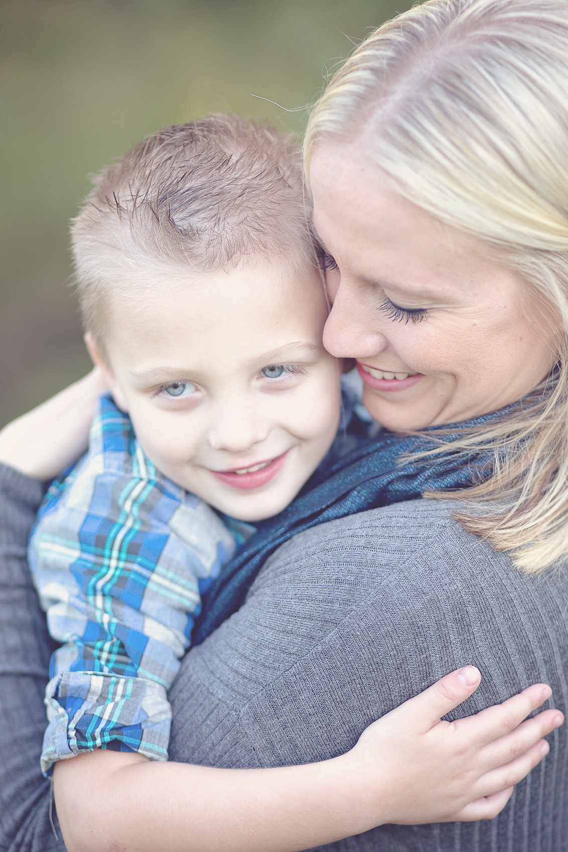 Mother and son photo  by Scottsdale, Arizona family photographer Plume Designs & Photography