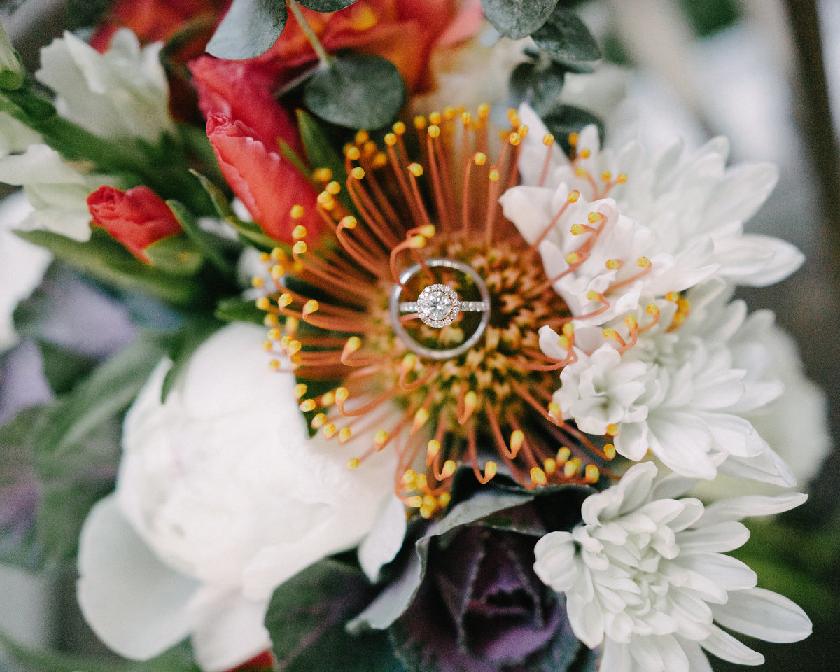 wedding ring tropical bouquet