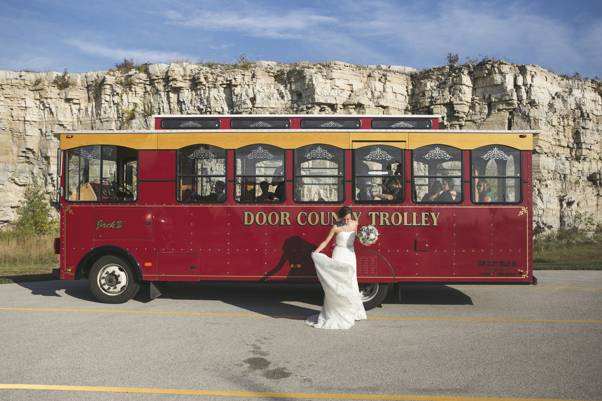 Rustic elegant outdoor trolley wedding in Sturgeon Bay by Casi Lea Photography-green bay wedding photographer-door county wedding photographer-milwaukee wedding photographer-appleton wedding photographer-wisconsin weddings
