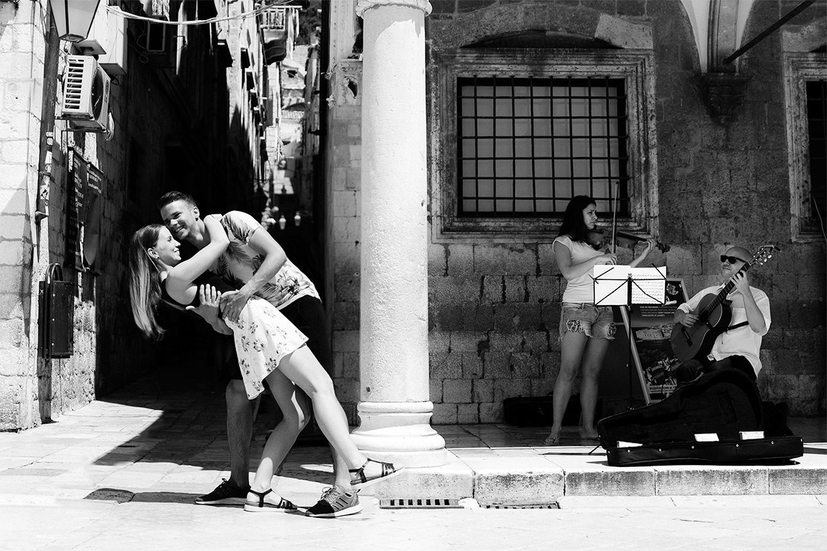 couple dancing in dubrovnik