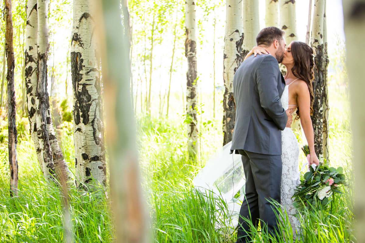 Strawberry-Creek-Ranch-Wedding-Ashley-McKenzie-Photography-Summer-love-on-the-ranch-First-Look