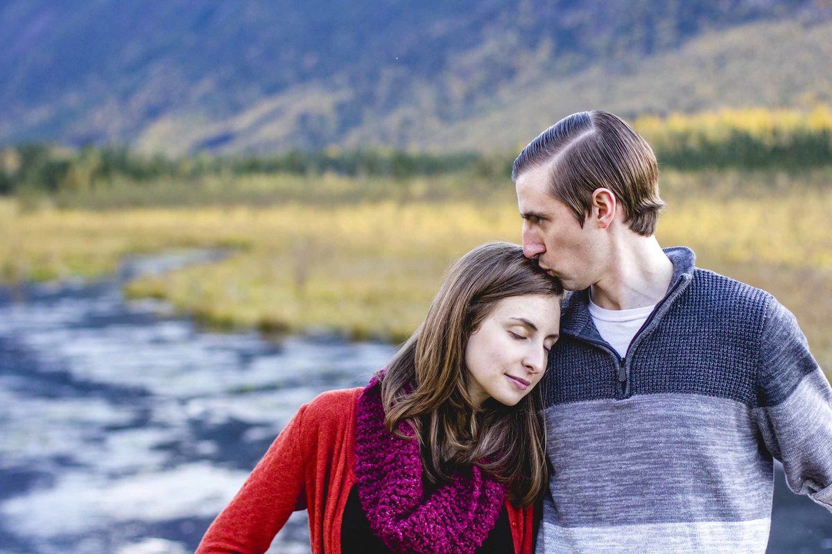 Alaska-Natural-Light-Couples-Portraits-63