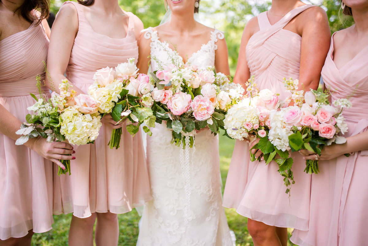 beautiful spring bouquets for garden wedding