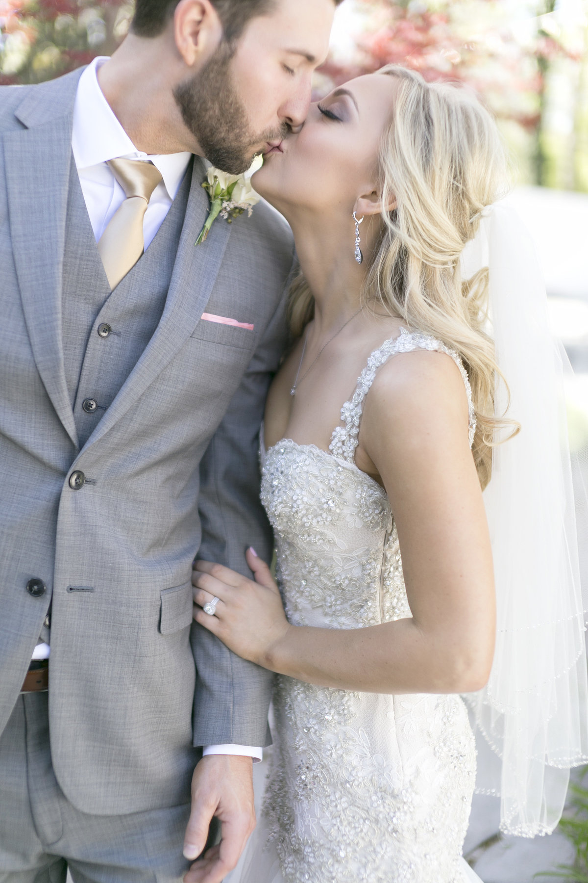 Nashville-wedding-photography-kissing