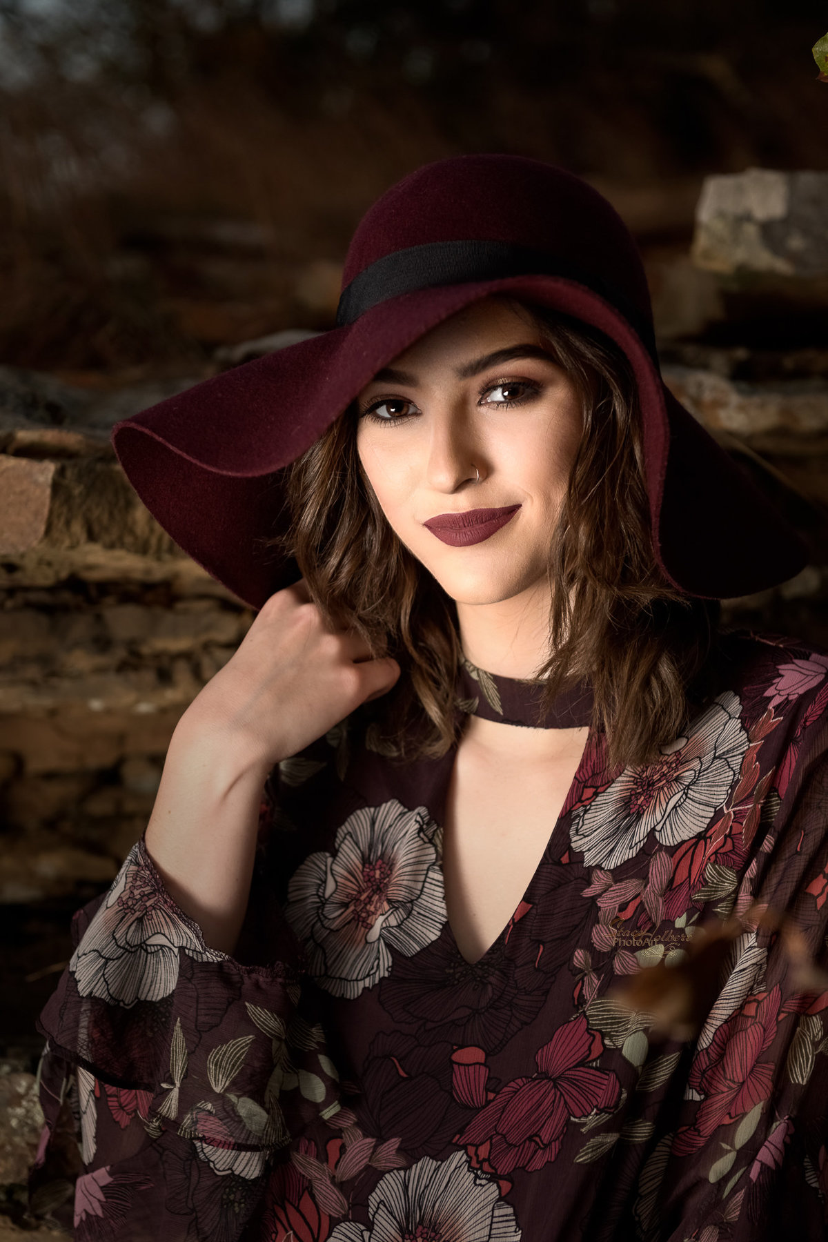 Senior Girl Portrait outdoors with hat. Photo by Stacy Holbert, Booneville AR