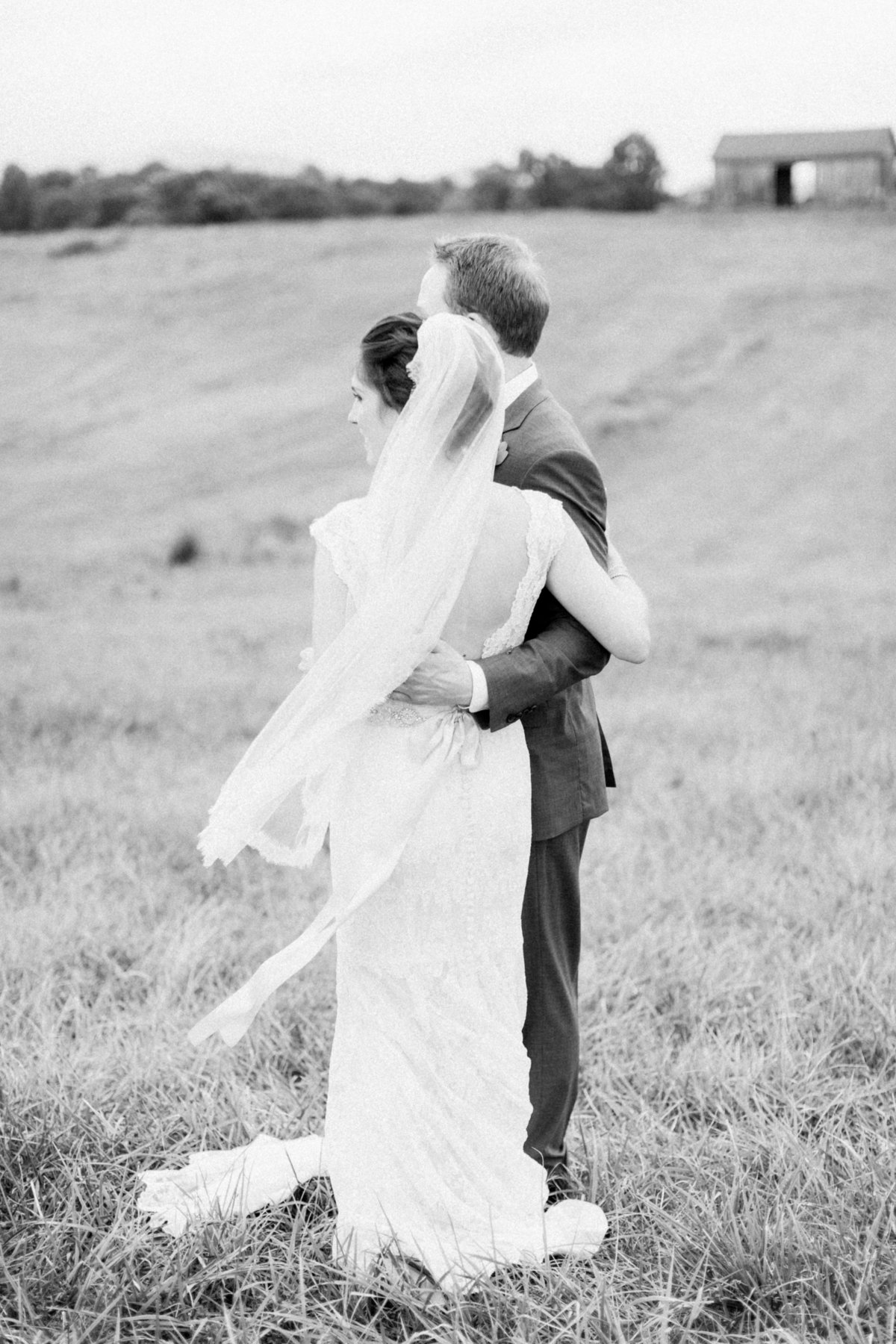 63_early_mountain_vineyard_wedding_portrait