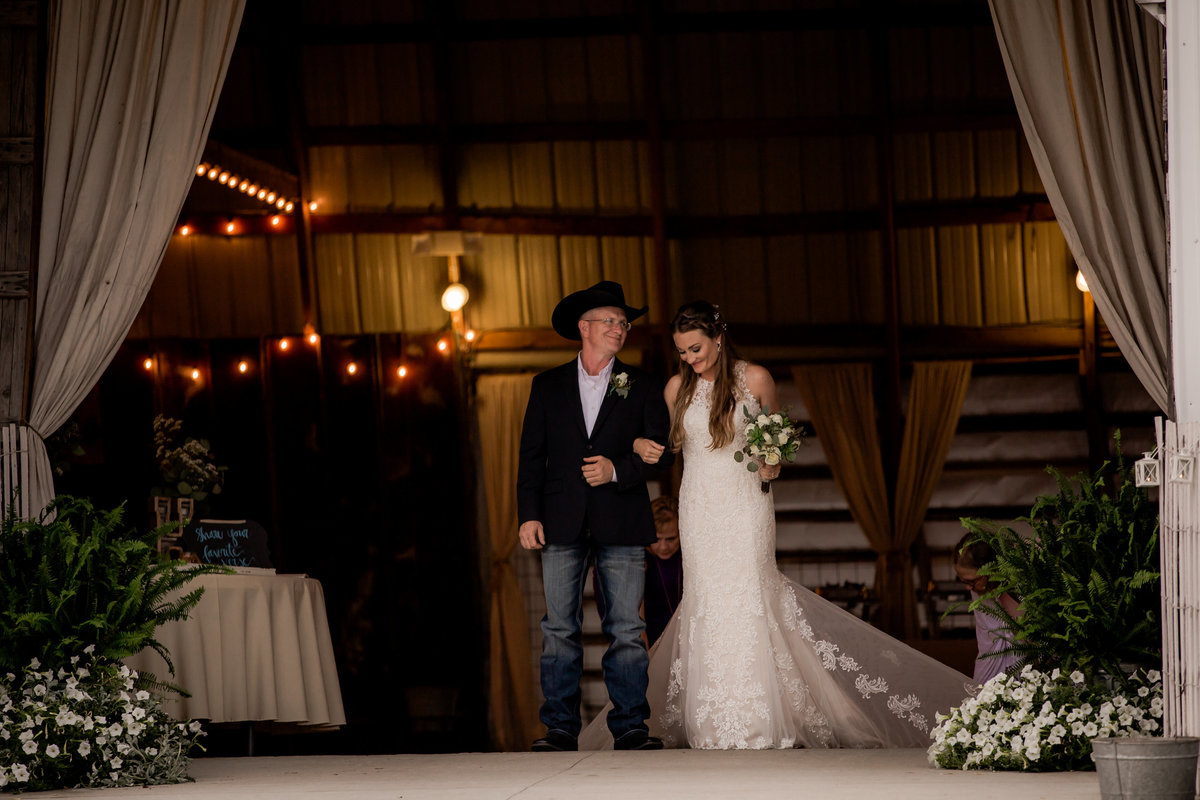 Nsshville Bride - Nashville Brides - The Hayloft Weddings - Tennessee Brides - Kentucky Brides - Southern Brides - Cowboys Wife - Cowboys Bride - Ranch Weddings - Cowboys and Belles085
